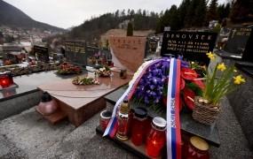 To je grob Janeza Drnovška - danes je obletnica njegove smrti