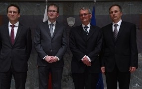 DZ potrdil nove ustavne sodnike: Accetta, Jakliča, Kneza in Pavčnika