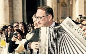 Papežu sem zaigral priredbo Pastirčka, pesmi, ki jo je za klarinet napisal Vilko Avsenik