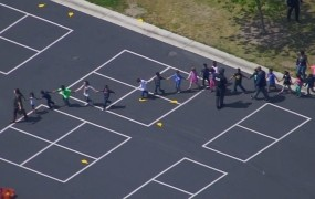 Streljanje na ameriški šoli: mož ubil ženo in ob tem njenega učenca