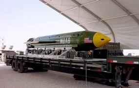 """Američani naj bi z """"materjo vseh bomb"""" ubili 36 džihadistov IS"""