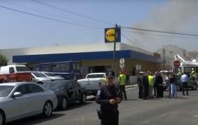VIDEO: Na parkirišče pri Lidlu strmoglavilo letalo; pet mrtvih