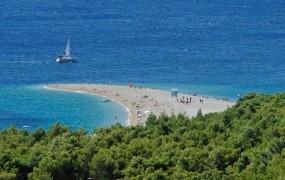 S plažo na Braču se zdaj ukvarja celo hrvaški premier Plenković