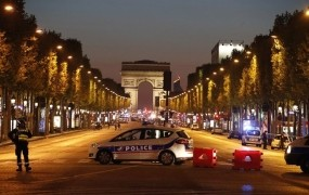Džihadist IS v Parizu ubil policista, nato sam padel pod streli