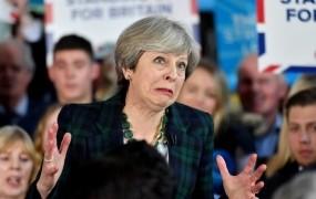 Theresi May naj bi po volilnem debaklu grozil upor v stranki