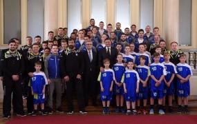 FOTO: Bronasti rokometaši pred tekmo z Nemci prejeli red za zasluge