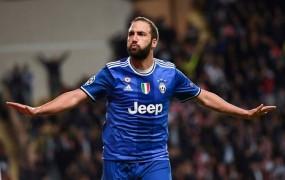 """""""Debeluh"""" Higuain šokiral Monaco in Juventusu odprl pot v finale"""