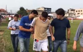VIDEO: Brazilskega nogometaša aretirali kar med tekmo