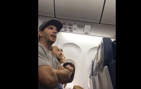 Kaj se dogaja z ameriški letalskimi družbami? Delta z letala vrgla družino z otrokom