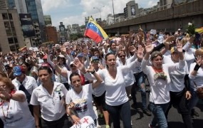 Ulice venezuelskih mest spet preplavili protestniki