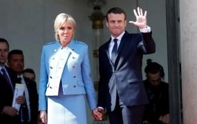 Macron prevzel položaj; že jutri bo obiskal Merklovo