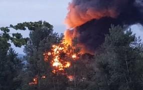 Požar na Vrhniki po nadzorom; gasili so vso noč