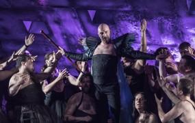 Negodovanje v ansamblu: Tutu krila za operne pevce