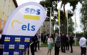 Iz zakulisja kongresa SDS: Kako je jastreb NSI Janez Pogorelec ostal pred vrati (FOTO)