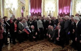 Ozadje Kučanovega obiska v Moskvi: Na Putinovem letalu vodka tekla v potokih