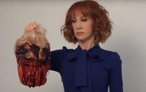 Komičarko Griffinovo zaradi posnetka z glavo s Trumpom vrgli na cesto