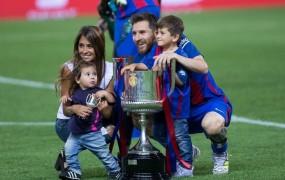 Messi se bo 30. junija poročil: kdo je vabljen in kdo ni dobil vabila?
