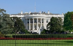 Trumpovi so odločeni ustaviti uhajanje informacij iz Bele hiše