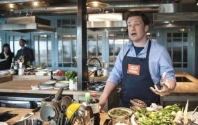 Slavni kuhar Jamie Oliver je hranil prizadete po požaru v Londonu