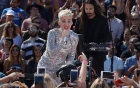 Katy Perry je na Twitterju prva dosegla mejnik sto milijonov sledilcev
