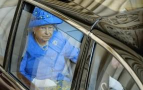 Kraljico Elizabeto II. prijavil policiji, ker v avtu ni bila pripeta