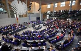 V bundestagu spor zaradi sedežnega reda: nihče noče sedeti ob poslancih AfD