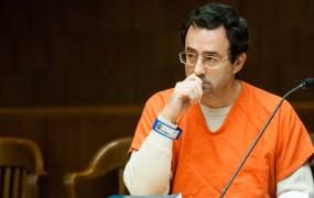 Pedofilski zdravnik, ki je desetletja zlorabljal ameriške telovadke, dobil 40 do 175 let zapora
