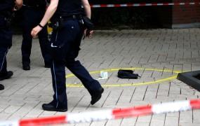 """Napad z nožem v Hamburgu verjetno """"radikalno islamsko"""" motiviran"""