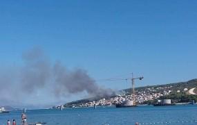 Ljudje so panično bežali, ko se je ogenj na Čiovu približal hišam