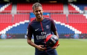Francija nestrpno čaka na Neymarjev nedeljski debi v dresu PSG
