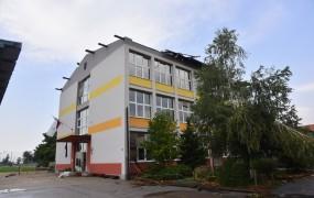 V Bogojini vihar odtrgal streho šole in jo nesel 200 metrov daleč; pouk 1. septembra odpade