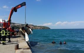 V Kopru so iz morja dvignili že aprila ukradeno in potopljeno vozilo