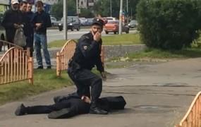 Moški v Rusiji z nožem ranil sedem ljudi, preden ga je ustrelila policija; IS se hvali z napadom
