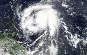 """Orkan Maria se je znesel nad otokom Dominika: """"Izgubili smo vse, kar se lahko kupi"""""""