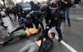 Prvi španski funkcionar se je opravičil za nasilje na referendumu v Kataloniji