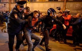 Na Putinov rojstni dan ruska policija prijela več kot 270 protestnikov