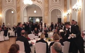 Srbi se držijo za glave: zunanji minister Dačić je Erdoganu prepeval v turščini (VIDEO)
