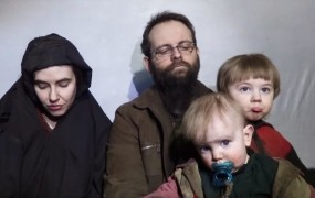 Ugrabljenima Američanki in Kanadčanu so se v talibanskem ujetništvu rodili trije otroci