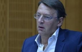 Rop pred bančno komisijo: Zakaj pa mene zaslišujete?