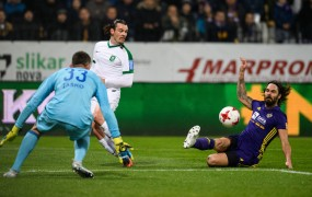 V Ljudskem vrtu po golu Tavaresa padla Olimpija, Mariborčani na vrhu lestvice!