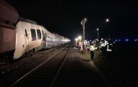 V železniški nesreči v Nemčiji okoli 50 ranjenih