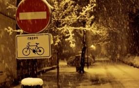 Ponoči sneg do nižin, na pot le dobro opremljeni