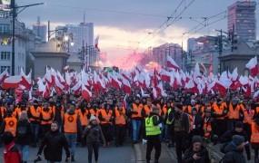 Poljska vlada izseljence poziva, naj ovajajo rojake, ki naj bi žalili Poljsko