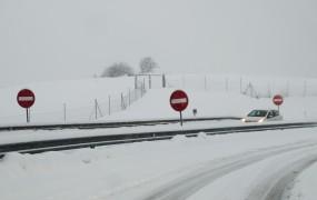 Prava zima šele prihaja: ledene temperature in kar do pol metra snega!