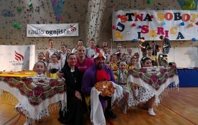 Radio Ognjišče zbral več kot 94.000 evrov za pomoč otrokom v Ukrajini (VIDEO)