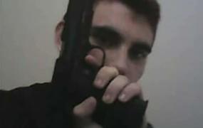 Na Floridi je sošolce in učitelje moril na orožje mahnjeni najstnik