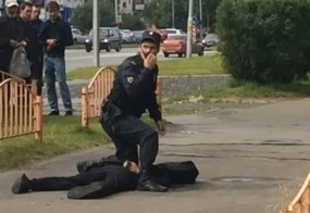 Moški v Rusiji z nožem ranil sedem ljudi, preden ga je ustrelila policija