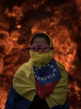Zakaj se Slovenija otepa rojakov v Venezueli, katerih življenja so ogrožena?