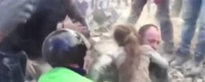 Pescara del Tronto, potres, deklica, reševanje, ruševine