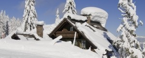 Zasnežena hiša, koča, sneg